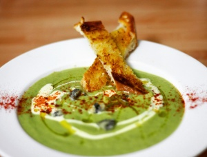 Asparagus, broccoli and blue cheese soup