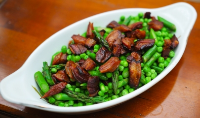 Lambchetta with asparagus and peas